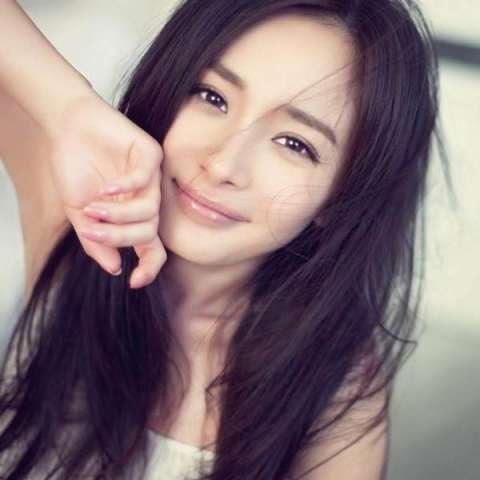 杨幂小时候可爱视频曝光, 说她整容的人都应该仔细看看, 简直打脸