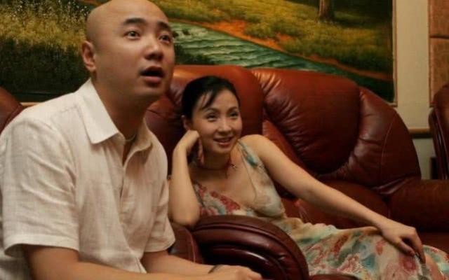"""有一种""""淳朴""""叫徐峥两口子, 当镜头下移之后, 网友: 这确定是明星吗?"""