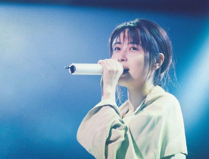 """她是""""颜值最高""""的女歌手, 一首歌火了26年, 如今歌曲已被写入教科书!"""