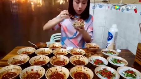 中国美女挑战大胃王自己吃掉21份麻辣凉粉, 太牛了密子君