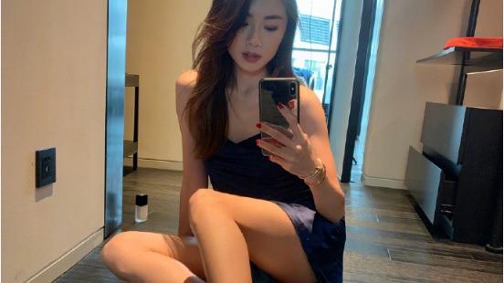 鄭愷前女友程曉玥穿著3cm短褲拍照, 網友的注意力都在安全褲上