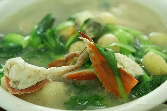 满桌的海鲜盛宴,对于喜欢吃海鲜的人来说,简直到了美食圣地,根本停不