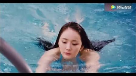 杨幂和王智游泳对比, 出水的动作分出了高低
