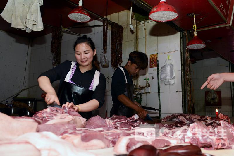 8家超市猪肉集体降价 沃尔玛国贸店猪排骨每公斤降价28.2元