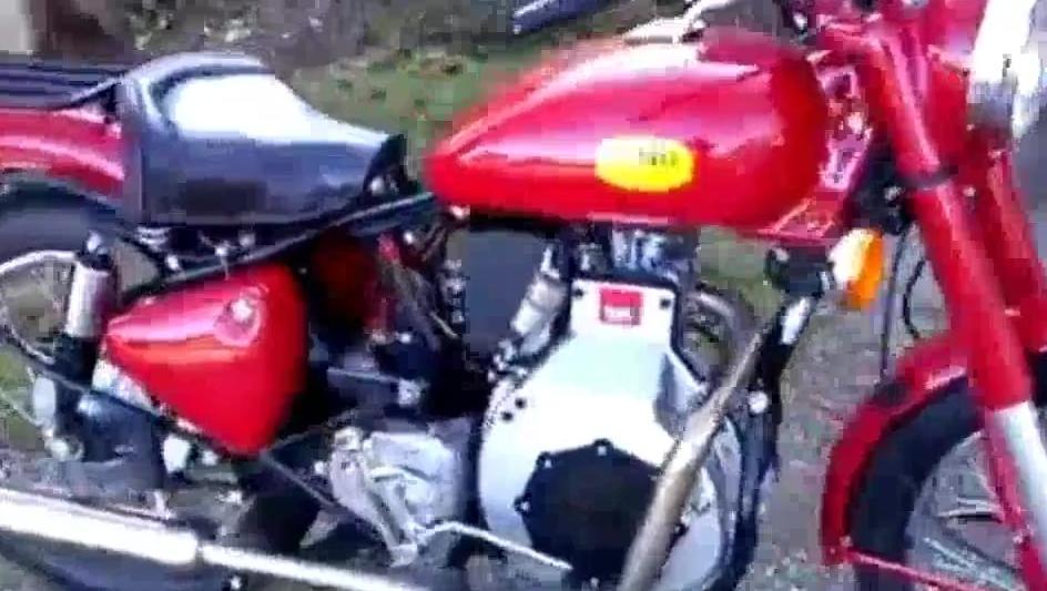 刚从二手车市场淘回来的柴油摩托车,启动后的声音如雷贯耳