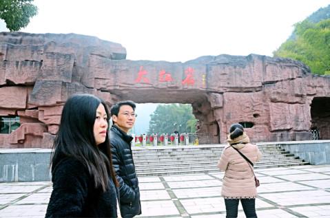 大红岩景区位于浙江省武义县白姆乡,俞源乡和王宅镇交界处,该景区是武