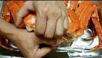 清蒸一只帝王蟹,掀开蟹盖的一刹那,口水流出来了,蟹黄多蟹肉肥!