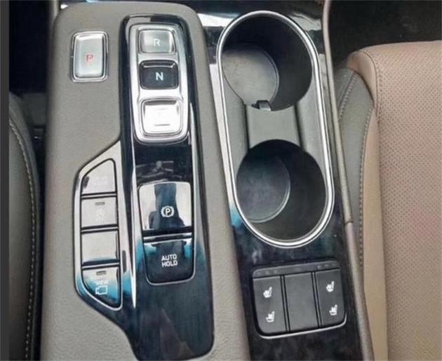 现代胜达SUV, 销量为何如此低迷, 它到底做错了什么?