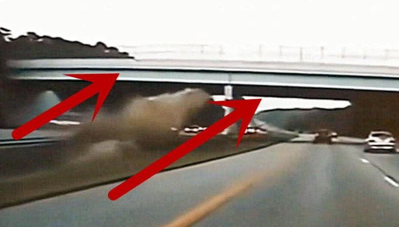 高速上小车时速240,直接起飞撞向天桥!