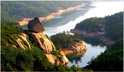 湖北铁寨旅游风景区在湖北省武汉市黄陂区与孝感市大悟县交界处.