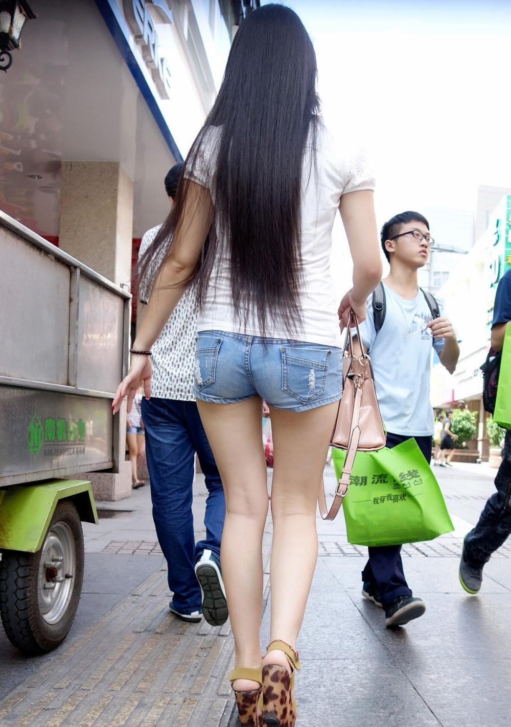 给人感觉非常时尚的高跟鞋气势唯独她有 温柔可人活泼可爱!