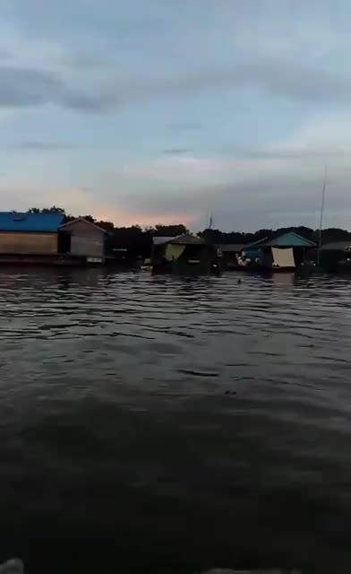 柬埔寨美丽的洞里萨湖~湖上居住的渔民~