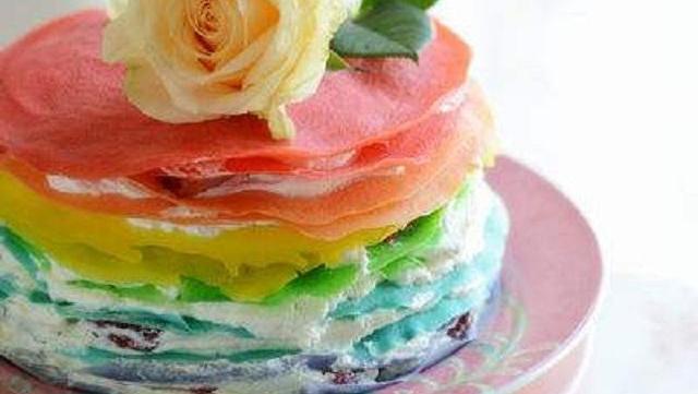 不用烤箱就能做的彩虹千层蛋糕,好看又美味
