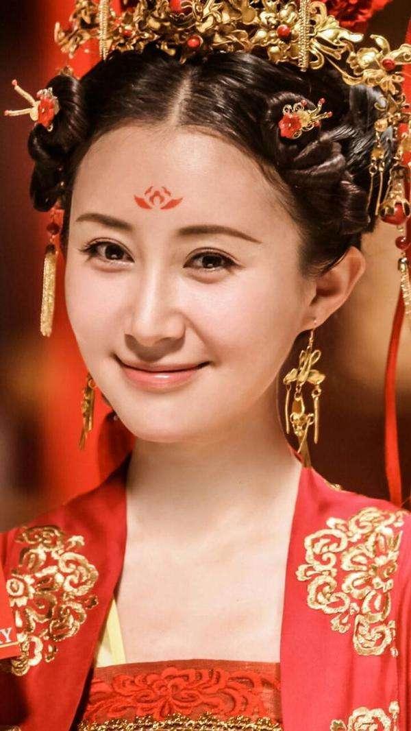 古装眉心印最美女星, 赵丽颖娇艳似火, 霍思燕最经典
