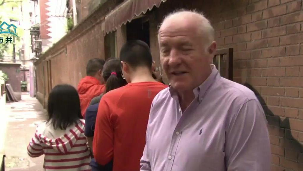老外摸到上海网红阿大葱油饼店,偷师全程拍摄制作过程