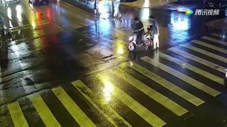 前方车辆轮胎滑落, 看三十年驾龄的老司机如何机智应对