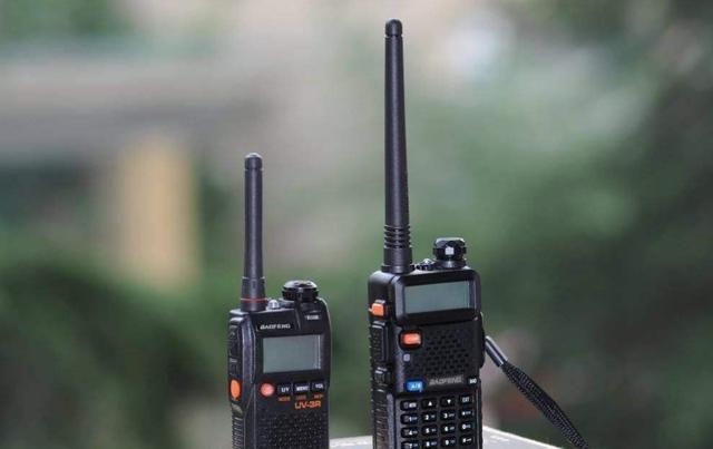 为什么对讲机可以不依赖基站使用, 但手机必须依赖基站?
