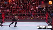 WWE罗曼雷恩斯的飞冲肩, 打到对手直接怀疑人生,