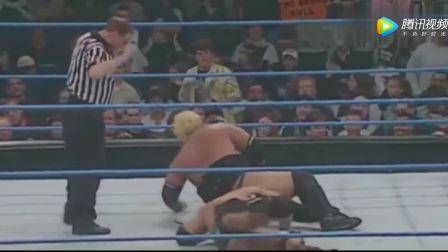 WWE的巨石强森对战425磅巨人!单手挑起狠摔,结果又来一个更狠的