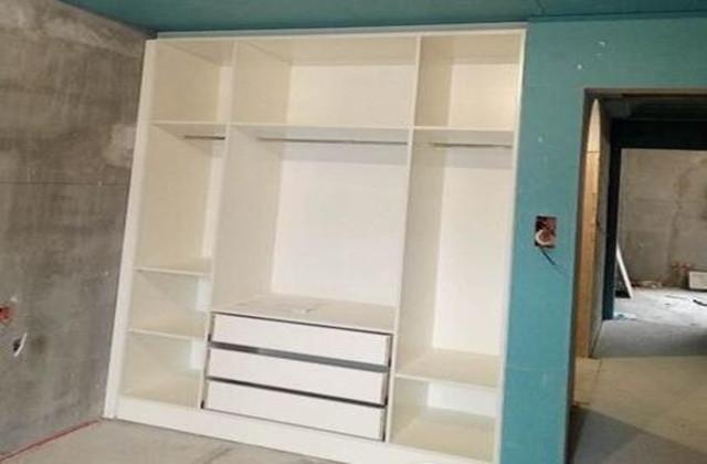 业主说他家衣柜设计的很实用, 可当我看到后感觉钱白花了