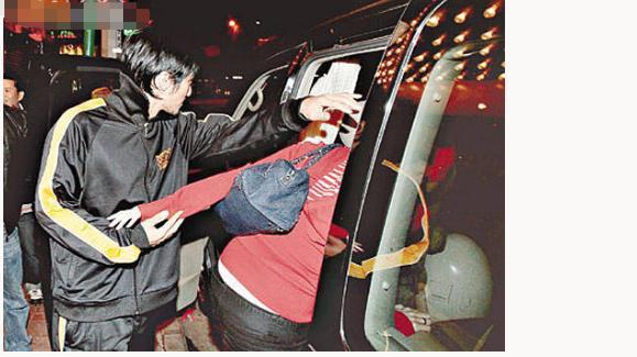 原照片曝光揭真相 曝谢霆锋对张柏芝旧情难忘, 为求复合不惜下跪