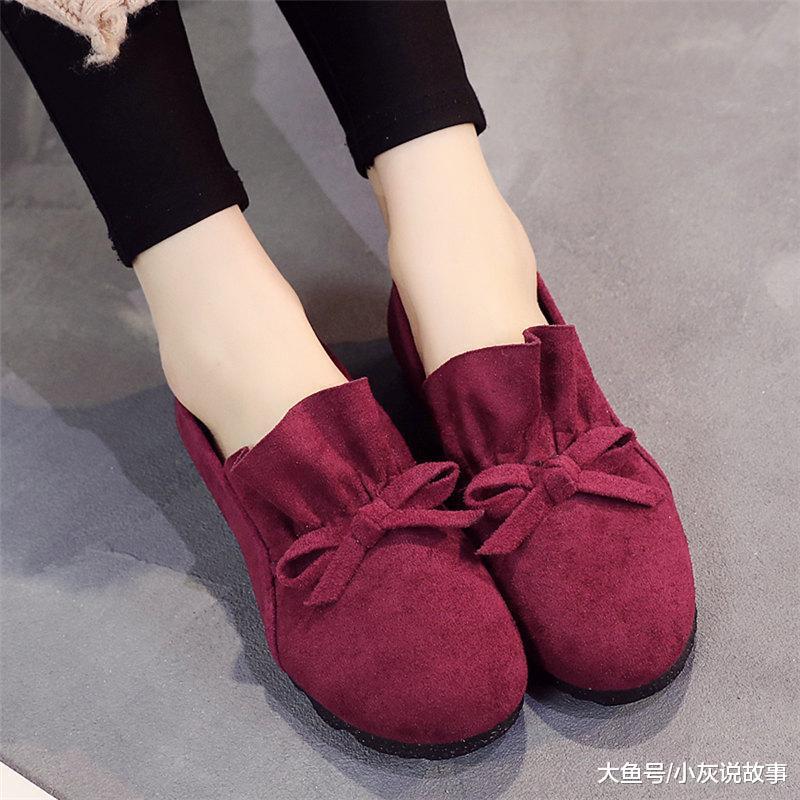 今年主流一种女鞋: 妈妈鞋, 跳广场舞5小时不累脚, 特别舒服养脚