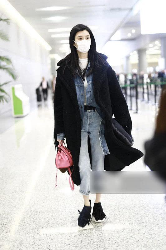 奚梦瑶大衣叠穿外套, 腿长就是任性, 冬天不惧露脚踝!