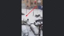 面包车司机这拙劣车技也敢上路,在暴雪天气里被进一步放大破坏力