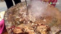 乡村集市卖肉夹馍,剁肉剁得手抽筋,一天卖出上千个
