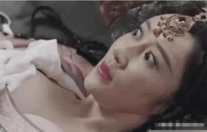 她出演新《倚天屠龙记》, 全程基本无一句台词, 却因身材而被人记得死死的