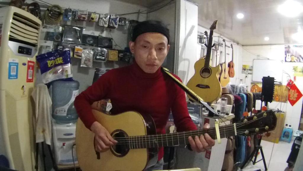 农村大叔煽情木吉他指弹《爱尔兰画眉》