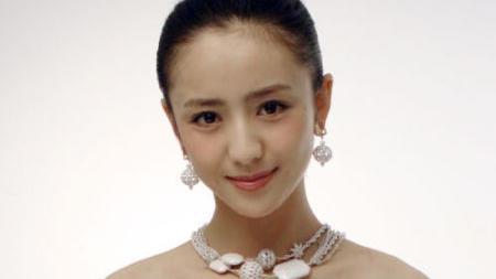 可以隨意轉換的女演員, 而且有幸福美滿的家庭, 她就是佟麗婭。