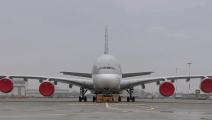 实拍空客A380重新喷漆全过程,此刻人类渺小的如蚂蚁一般