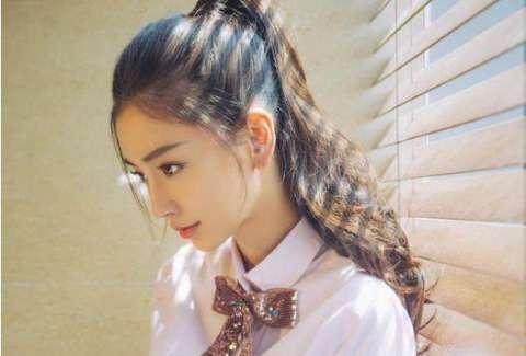 十,angelbaby杨颖 很有气质的,侧脸很好的展示了她的五官,轮廓非常的