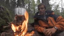 贝爷教你4根树枝,就可以猛火炉一样煮东西吃!