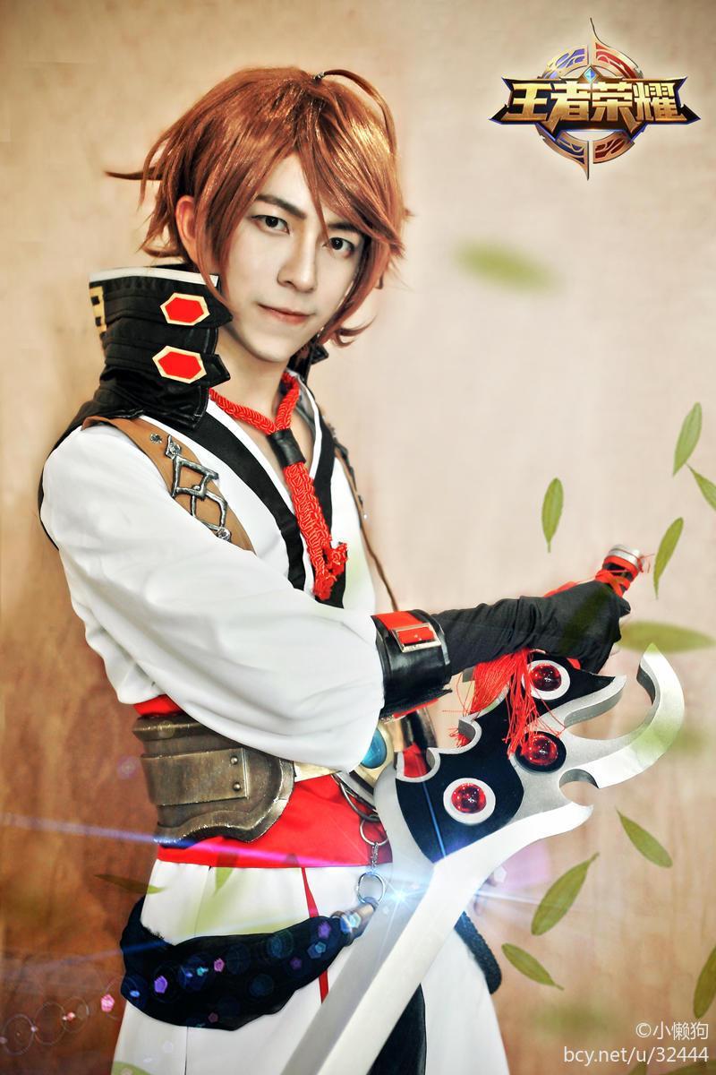 王者荣耀cosplay: 李白和诸葛亮, 谁才是峡谷第一男神
