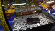 推币机,一点一点把iphone7推出来,大多数人都玩过这个