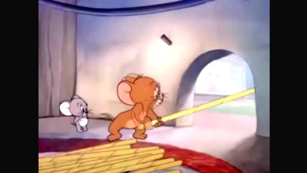 猫和老鼠: 没见过这么长的吸管。。。。