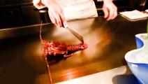 日本大厨现场制作铁板烧龙虾,整个过程看着是一种享受!
