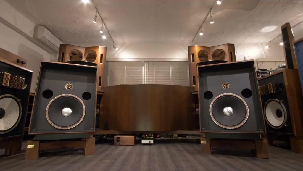 这款JBL大落地音箱早已停产,但现在听音乐味依旧很足