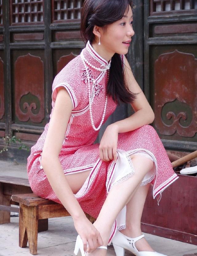 韩雪优雅丝袜旗袍秀高跟长腿, 气质迷人似少女