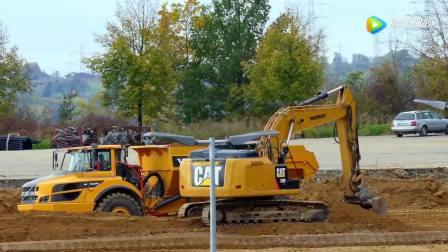 卡特挖掘机和沃尔沃卡车联合作业,很带感!
