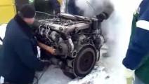 老外冰天雪地里冷启动老式V8柴油发动机,浓烟滚滚!