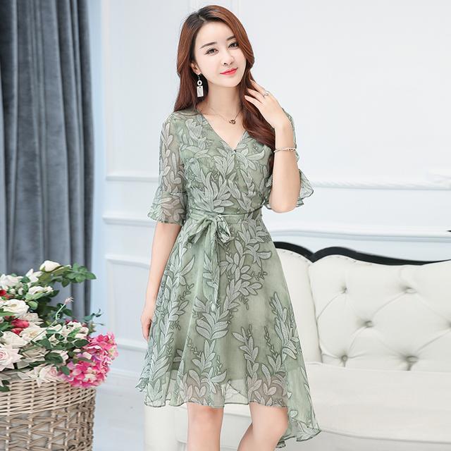 这八款连衣裙专为40岁的女人设计的, 修身显瘦, 展现高雅气质 3