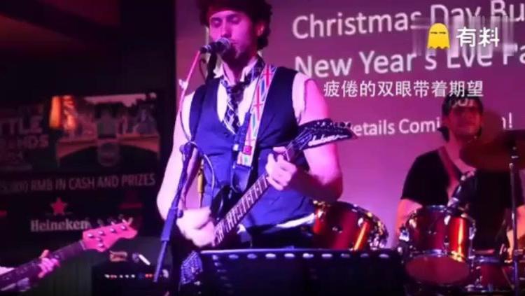 美国歌手致敬黄家驹,唱起《光辉岁月》让在场华人都落下眼泪