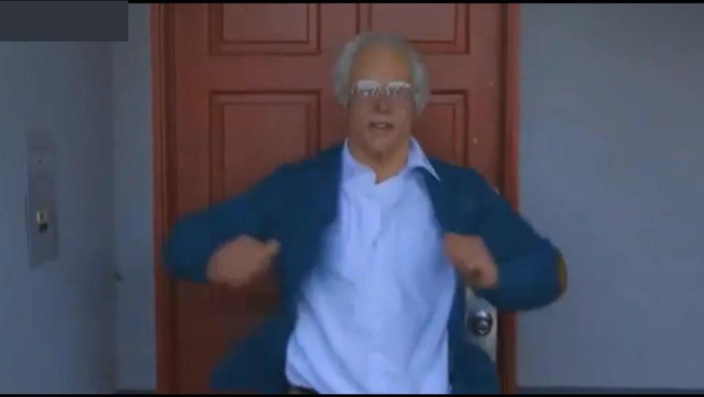 """满头白发的""""老爷爷""""乱入健身赛场,选手和观众被他深深吸引!"""