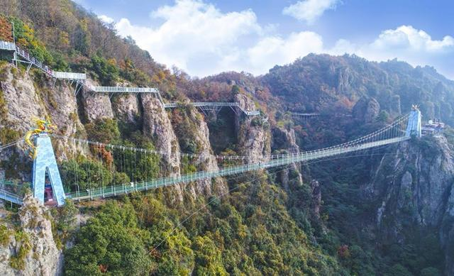 也是全国唯一玻璃桥和玻璃栈道双重组合高空体验项目.