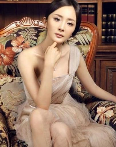 杨幂和30岁的赵丽颖, 同穿透视裙美到不敢看