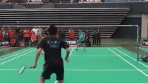 小学生打羽毛球,这水平你打得过?
