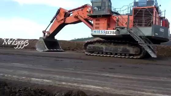 一个露天煤矿动用4台日立巨型挖掘机开采,真不愧是土豪煤老板!